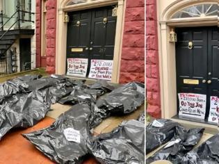 Φωτογραφία για ΗΠΑ: Ακτιβιστές αφήνουν σακούλες με «πτώματα» έξω από σπίτι