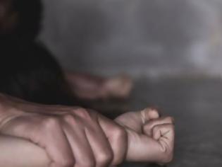 Φωτογραφία για Ρέθυμνο: Βίαζε την κόρη του και την έκανε «δώρο» σε φίλο του