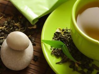 Φωτογραφία για Αμερικανική μελέτη δείχνει ότι το πράσινο τσάι και η μαύρη σοκολάτα μπορούν να μειώσουν κατά 50% τη δράση του κοροναϊού