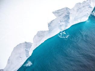 Φωτογραφία για Το μεγαλύτερο παγόβουνο στον κόσμο «απειλεί» νησί στον Νότιο Ατλαντικό