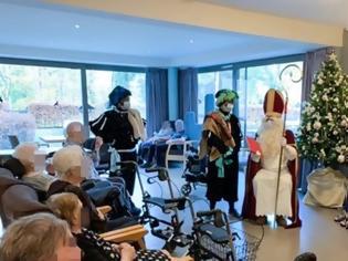 Φωτογραφία για Ο... Άγιος Βασίλης επισκέφθηκε γηροκομείο και κόλλησε 118 ανθρώπους