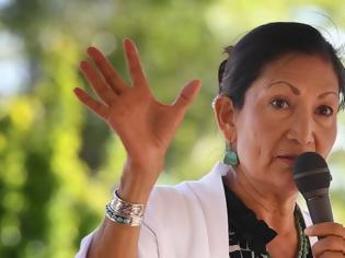 Φωτογραφία για ΗΠΑ: Ποια είναι η πρώτη ιθαγενής που θα συμμετάσχει στην αμερικανική κυβέρνηση