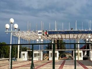 Φωτογραφία για Ξήλωσαν κουφώματα από την Πανελλήνια Έκθεση Λαμίας