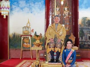 Φωτογραφία για Ταϊλάνδη: Διέρρευσαν 1.400 γυμνές φωτογραφίες της επίσημης ερωμένης του βασιλιά
