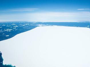 Φωτογραφία για Απίστευτο θέαμα στον Νότιο Ατλαντικό: Γιγαντιαίο παγόβουνο σπάει σε κομμάτια