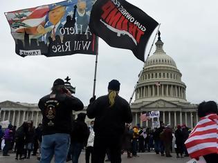 Φωτογραφία για Διαδηλωτές εισέβαλαν στο Καπιτώλιο