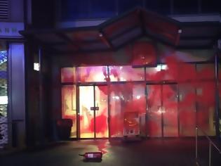 Φωτογραφία για Ρουβίκωνας: «Καταδρομική» επίθεση με κόκκινη μπογιά σε 7 σούπερ μάρκετ