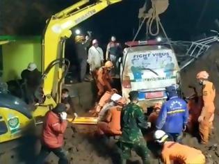 Φωτογραφία για Ινδονησία: Τουλάχιστον 11 νεκροί και 18 τραυματίες από κατολισθήσεις στη Δυτική Ιάβα