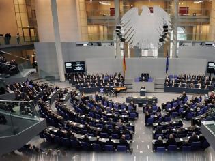 Φωτογραφία για Γερμανία ενισχύει τα μέτρα ασφαλείας γύρω από το Κοινοβούλιο μετά την εισβολή στο Καπιτώλιο