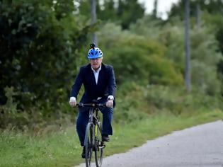 Φωτογραφία για Η αστυνομία βγάζει «καθαρό» τον Τζόνσον για την ποδηλατάδα 11 χλμ μακριά από τη Ντάουνινγκ Στριτ