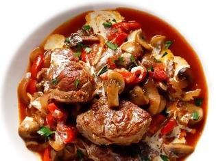 Φωτογραφία για #Μένουμε_στο_σπίτι_Μαγειρεύουμε_στο_σπίτι: Μοσχαράκι κοκκινιστό με πιπεριές