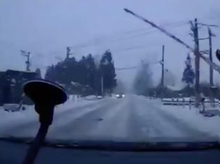 Φωτογραφία για Η ισόπεδη σιδηροδρομική διάβαση που με την λειτουργία των συστημάτων της μπορεί  να σε στείλει στο θάνατο. Δείτε το βίντεο!
