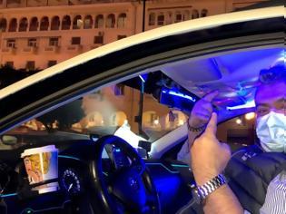 Φωτογραφία για Θεσσαλονίκη: Ταξί... club προσφέρει ποτό και μουσική στους πελάτες εν μέσω πανδημίας