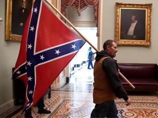 Φωτογραφία για Συνελήφθη ο άντρας που κουβαλούσε τη σημαία της Συνομοσπονδίας