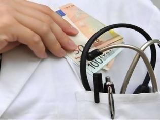 Φωτογραφία για Θεσσαλονίκη: Συμβεβλημένος γιατρός εισέπραξε «φακελάκι» για να κάνει ένεση σε ασθενή