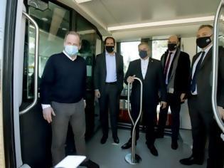 Φωτογραφία για Καραμανλής : Το τραμ επέστρεψε στο ΣΕΦ, ακολουθεί η επέκταση προς Πειραιά.