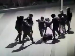 Φωτογραφία για Φρίκη: Συμμορία ανηλίκων ξυλοκόπησε άγρια 14χρονο - Σε κώμα το αγόρι από τα χτυπήματα