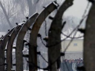 Φωτογραφία για Σχεδόν τα δύο τρίτα των ο Gen Z δεν ξέρει ότι 6 εκατομμύρια Εβραίοι σκοτώθηκαν στο Ολοκαύτωμα, σύμφωνα με την έρευνα