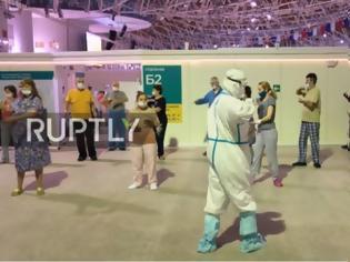 Φωτογραφία για Τάι Τσι για ασθενείς με κορονοϊό στη Μόσχα. Με προστατευτική στολή ο προπονητής (video)