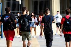 Η Αττική φλερτάρει με το «κόκκινο», εισηγήσεις για κλειστά Γυμνάσια - Λύκεια