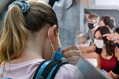 Αλλαγή δεδομένων για σχολεία: Τα ενεργά κρούσματα φέρνουν παράταση στο άνοιγμα