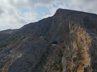 Φωτογραφία για Το εκκλησάκι στο Μέσα Βουνό που δύσκολα εντοπίζεις στα βράχια