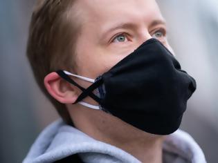 Φωτογραφία για Ήρθε η ώρα να αναβαθμίσουμε τις μάσκες. Τι λένε οι ειδικοί για τη διπλή μάσκα