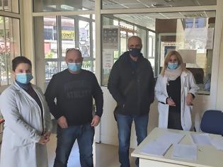 Φωτογραφία για Επίσκεψη Γ. Βαρεμένου στο εμβολιαστικό κέντρο του ΚΥ Αγρινίου