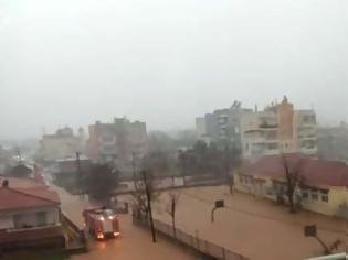 Φωτογραφία για «Πνίγηκε» ο Έβρος: Εγκλωβισμένοι μαθητές και νήπια ύστερα από πλημμύρες