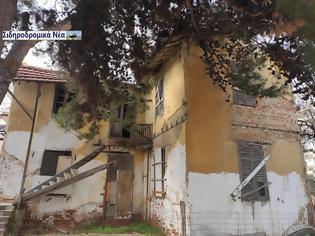 Φωτογραφία για Κτήριο που κατασκευάστηκε με σχέδια του Αριγκόνι και χρησιμοποιήθηκε παλιά από τον ΟΣΕ κινδυνεύει με κατάρρευση.