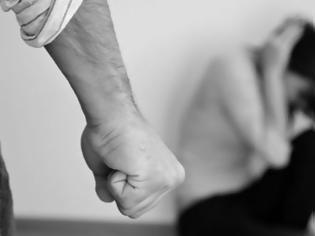 Φωτογραφία για Αγρίνιο: Πατέρας έστειλε την κόρη του στο νοσοκομείο από άγριο ξυλοδαρμό