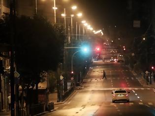 Φωτογραφία για Lockdown: Ερήμωσαν Αθήνα και Θεσσαλονίκη - Σε ισχύ η απαγόρευση κυκλοφορίας με αυστηρούς ελέγχους