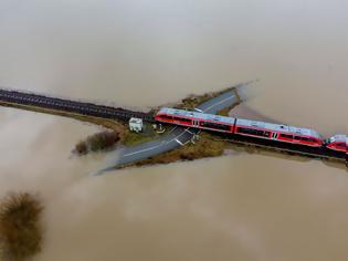 Φωτογραφία για Διέλευση από πλημμυρισμένη διάβαση.