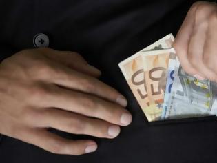 Φωτογραφία για Αστυνομία: Έτσι δρουν οι επιτήδειοι για να αποσπούν χρήματα από πολίτες - Τι πρέπει να προσέχετε