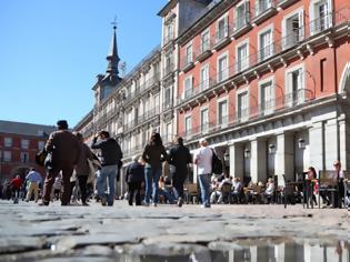 Φωτογραφία για Κοροναϊός - Γαλλία:  Συρρέουν σε καφέ και μπαρ της Μαδρίτης για να ξεφύγουν από τα περιοριστικά μέτρα στη χώρα τους