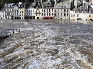 Φωτογραφία για Σαρωτικές πλημμύρες στη Γαλλία - Σε συναγερμό το Παρίσι