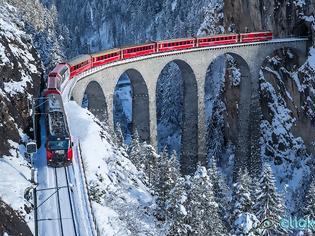 Φωτογραφία για Παραμυθένια σιδηροδρομική διαδρομή στις χιονισμένες Άλπεις – Το κόκκινο τρένο που διασχίζει 55 τούνελ και 196 γέφυρες