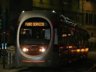 Φωτογραφία για Δοκιμές για Τραμ χωρίς εναέρια καλώδια στην Φλωρεντία.