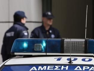 Φωτογραφία για Άντρας μαχαίρωσε αστυνομικό στο Λουτράκι κατά τη διάρκεια ελέγχου