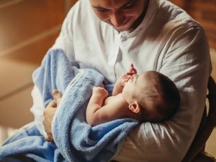 Φωτογραφία για Η ηλικία του πατέρα θέτει σε κίνδυνο την υγεία τόσο της εγκύου όσο και του εμβρύου. Νέα μελέτη