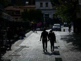 Φωτογραφία για Κορονοϊός: Η βρετανική μετάλλαξη «πολιορκεί» Αττική και Θεσσαλονίκη. Όλα δείχνουν παράταση του lockdown