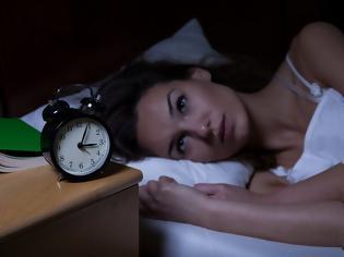 Φωτογραφία για Ξυπνάτε τη νύχτα και δεν μπορείτε να ξανακοιμηθείτε; 8 τρόποι για να σας ξαναπάρει εύκολα ο ύπνος