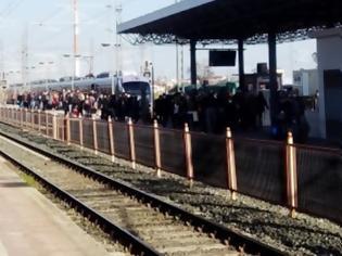 Φωτογραφία για Εικόνες συνωστισμού στον Σιδηροδρομικό Σταθμό στη Λάρισα.