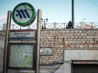 Φωτογραφία για Έκλεισε ο σταθμός του μετρό στο Σύνταγμα - Νέα πορεία για τον Δημήτρη Κουφοντίνα