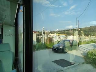 Φωτογραφία για Πάτρα: Τo τρένο περνάει, οι μπάρες δεν το «βλέπουν» Εικόνες.