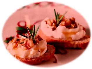 Φωτογραφία για Υγιεινές συνταγές από τον σεφ Παναγιώτη Μουτσόπουλο: Ψημένα ψωμάκια με κατσικίσιο τυρί, καρύδια και μέλι