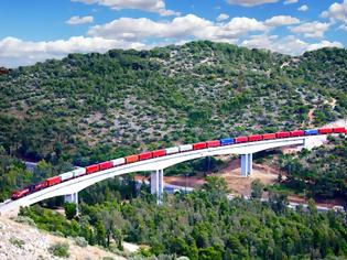 Φωτογραφία για Από τη θάλασσα στη ξηρά, ο σιδηρόδρομος μετατρέπει τις μεταφορές μέσω των Βαλκανίων.