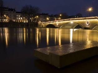 Φωτογραφία για Θρίλερ στο Παρίσι: 14χρονη βρέθηκε νεκρή στον Σηκουάνα - Την χτύπησαν και την πέταξαν στον ποταμό