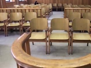 Φωτογραφία για Στα δικαστήρια η πρώτη στην Ελλάδα απόλυση εργαζόμενου επειδή αρνήθηκε να εμβολιαστεί