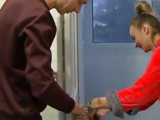 Φωτογραφία για Ζευγάρι στην Ουκρανία δέθηκε με χειροπέδες για τρεις μήνες για να διορθώσουν τη σχέση τους